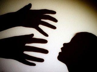 La donna abusante: al sicuro dietro gli stereotipi